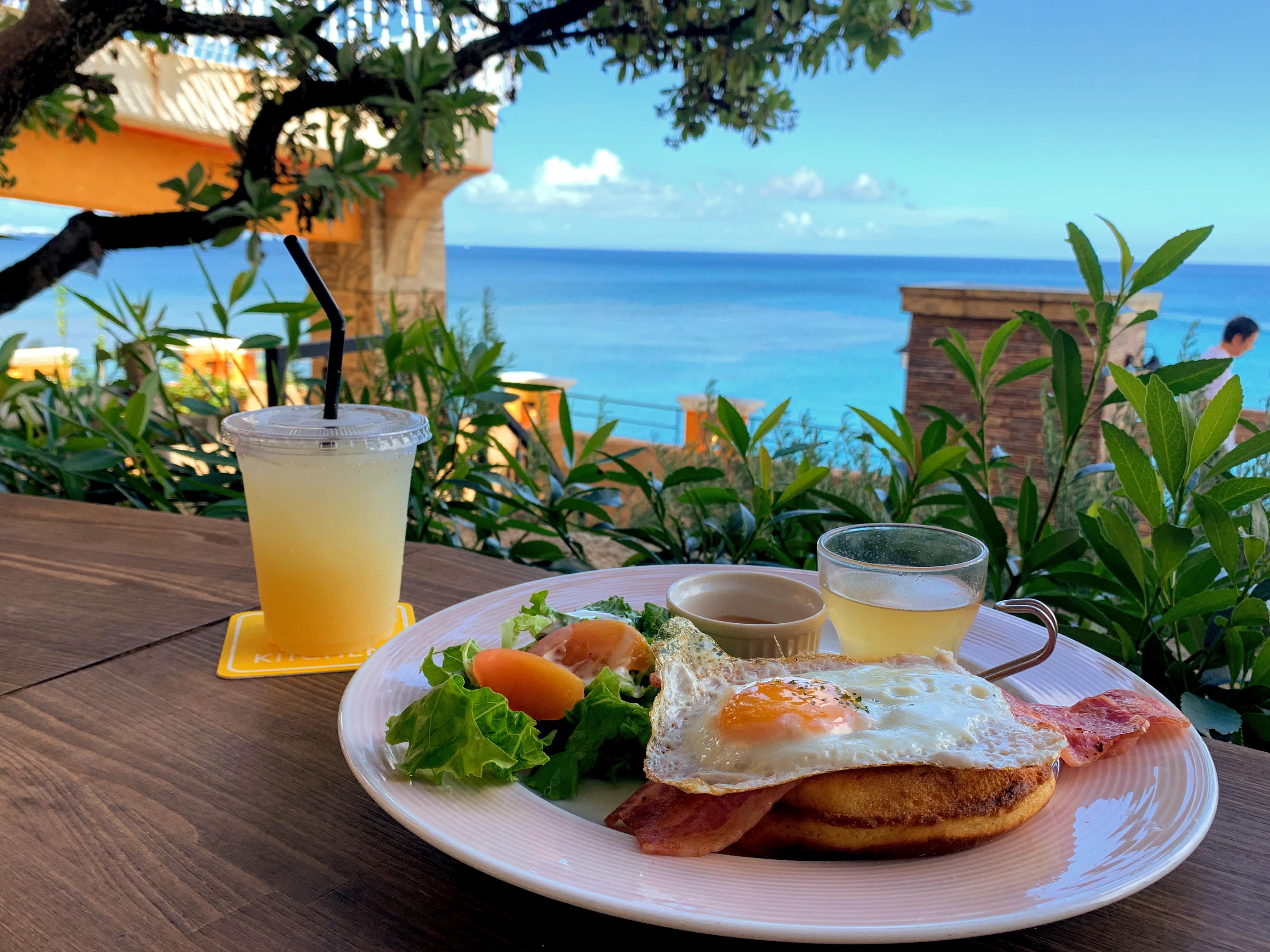 憧れの海を眺めながら仕事。沖縄でワーケーションするならコワーキングスペースhowlive!