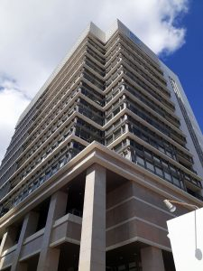 howliveが入居するタイムスビルは、24時間365日ガードマンが常駐し、防災対策にも抜かりない県内屈指のハイスペックなオフィスビルです。