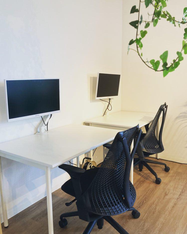 【宮古島店】新たにハーマンミラーチェアやモニターを導入し、より快適な作業スペースに!